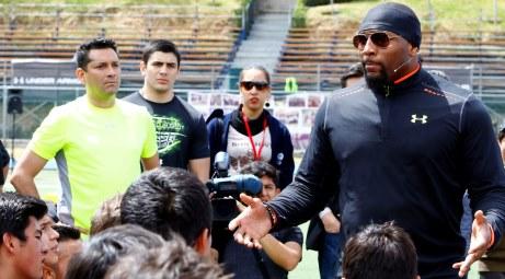 El ex jugador de los Baltimore Ravens, Ray Lewis, quien estuvo en la Ciudad de Méxcico realizó diversas actividades como fue desde la presentación de la colección NFL Combine de […]