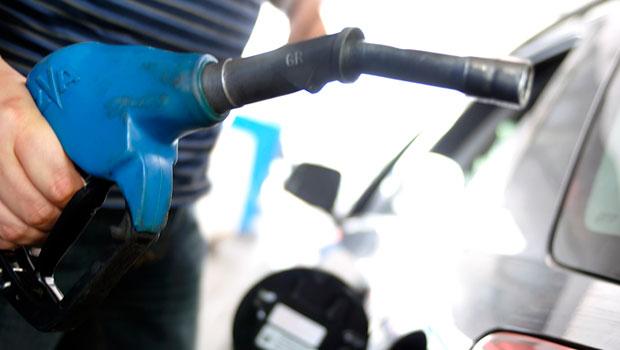 """""""El que contamina paga"""". Ésto se debe aplicar a los propietarios de automóviles particulares, por lo que los hombres poderosos, los de los billetes en el país, los del Consejo […]"""