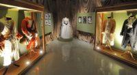 Se anunció la muestra que reúne 800 piezas que incluyen vestuarios originales de sus películas, cartas, guiones con anotaciones, objetos, así como diversos módulos escenográficos de cada uno de los […]