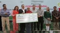 """* Ecatepec, Méx.- Los gobiernos estatal y municipal unen esfuerzos en la educación de los ciudadanos de Ecatepec. """"Con la entrega de estos apoyos, contribuimos a que los estudiantes cuenten […]"""
