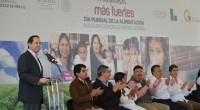 El gobernador mexiquense, Eruviel Avila Villegas, dijo que el Estado de México se suma a los esfuerzos del gobierno federal para combatir la pobreza alimentaria en el país, a través […]