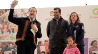 El gobernador del Estado de México, Eruviel Ávila Villegas, junto con el delegado estatal de Cruz Roja Mexicana, José Miguel Bejos, entregaron las llaves de cuatro nuevas ambulancias, totalmente equipadas, […]