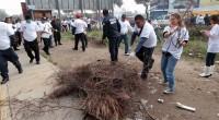 """Los ecatepequenses se sumaron al programa Nacional """"Limpiemos Nuestro México 2013"""", por lo que el domingo desde las ocho de la mañana, 300 camiones y 15 retroexcavadoras realizaron trabajos de […]"""