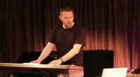 Si alguna vez te has preguntado qué pasa cuando mezclas estudios de tecnología digital y electrónica con conocimientos de bellas artes y filosofía puedes escuchar la mágica música de Nacho […]