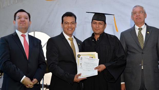 """Nezahualcóyotl, Méx.- El alcalde de esta localidad, Juan Zepeda, informó que gracias al programa """"Prepara Neza"""", impulsado por su administración, a principios de este año más de mil policías cuentan […]"""