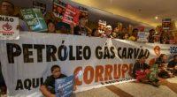 Impedida de entrar en la sala reservada para la subasta de la Agencia Nacional de Petróleo y Gas (ANP por sus siglas en portugués), en Rio de Janeiro, la sociedad […]