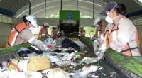 Dentro de las nuevas tecnologías en pro del Medio Ambiente, los rellenos sanitarios destacan por el reaprovechamiento de elementos como vidrio, plástico (PET), cartón, papel, fierro, etc. Es el caso […]