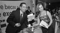 Ecatepec, Méx.- El alcalde Indalecio Ríos Velázquez entregó a 26 estudiantes de instituciones públicas y privadas de educación superior mil euros y boletos del avión para viajar a España, donde […]