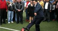 """* Ecatepec, Méx.- El presidente municipal Pablo Bedolla López dio la patada inicial para el Torneo de Fútbol: """"Un gol para Ecatepec, por la Salud y la Educación"""", implementado con […]"""