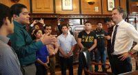 Un grupo de representantes de normalistas de Ayotzinapa, Iguala, Arcelia y Teloloapan, Guerrero, que resultaron idóneos en el concurso de oposición para el ingreso al Servicio Profesional Docente, acompañados del […]