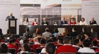 El secretario de Educación Pública, Emilio Chuayffet encabezó la ceremonia de entrega de la Escuela Primaria España y pidió a los padres de familia ser custodios del buen funcionamiento de […]