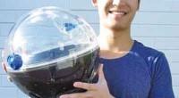 """Jonahthan Liow, estudiante de la Universidad de Monash, en Melbourne, Australia, diseñó un purificador de agua, al que denominó solarball. Lo presentó al Concurso Internacional de Diseño """"James Dyson"""". Se […]"""