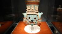 Una escultura en forma de cabeza de serpiente, creada durante el gobierno del tlatoani Moctezuma I, así como los restos óseos de un ave encontrados en una ofrenda asociada al […]