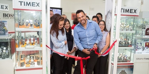 61062f591884 Inaugura Timex su tienda Time Factory Watch Outlet en Plaza del Valle