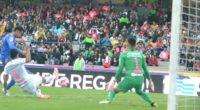 Por Enrique Fragoso (fragosoccer) En vibrante encuentro entre Pumas de la UNAM y los Tigres de la UANL, dividieron puntos en CU, ello tras un empate a tres que permite […]
